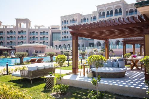 مطعم أو مكان آخر لتناول الطعام في Royal Saray Resort, Managed by Accor