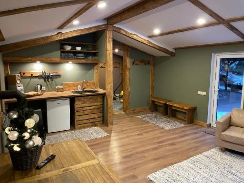 Virtuve vai virtuves zona naktsmītnē Camping Bušas