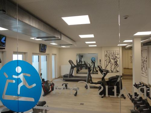 The fitness centre and/or fitness facilities at Ringhotel Loew's Merkur