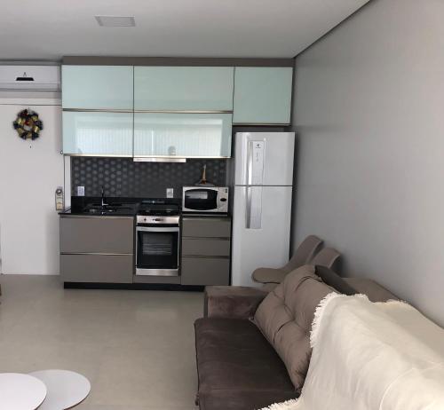A kitchen or kitchenette at GWLIMOVEIS-Dunas Flat Residencia