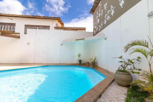 The swimming pool at or close to IP01 Casa 5 Suítes a 100m da Praia Pedra do Sal