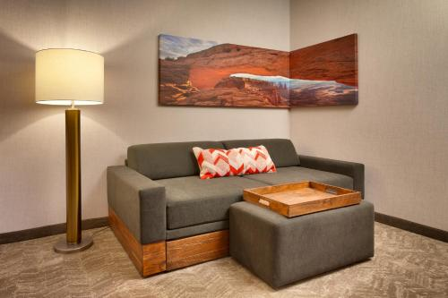 A seating area at SpringHill Suites by Marriott Moab