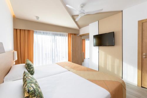 Cama o camas de una habitación en Hotel Riu Buenavista - All Inclusive