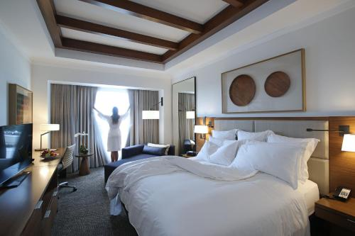 A bed or beds in a room at Real Intercontinental Metrocentro Managua, an IHG Hotel