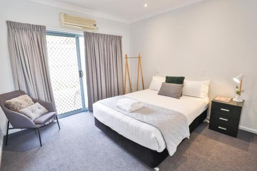 A bed or beds in a room at Robinvale Bridge Motel