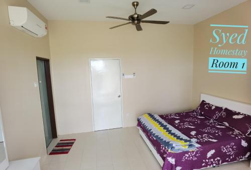 A bed or beds in a room at Syed Homestay Arau