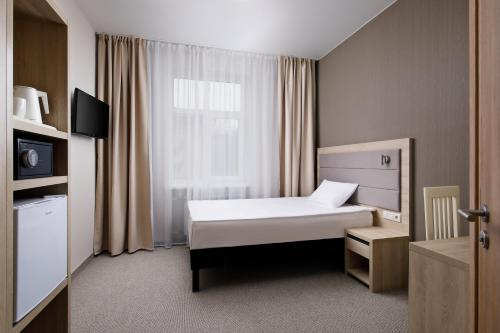 Кровать или кровати в номере АМАКС Санаторий Шахтёр