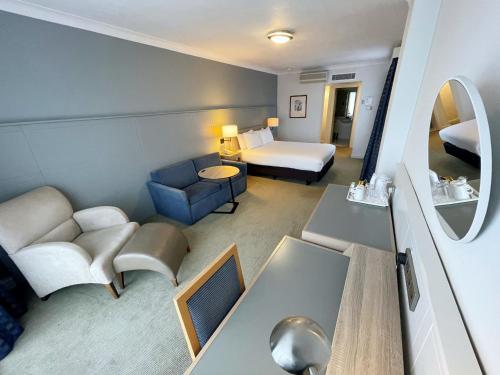 A seating area at Holiday Inn Hull Marina, an IHG Hotel