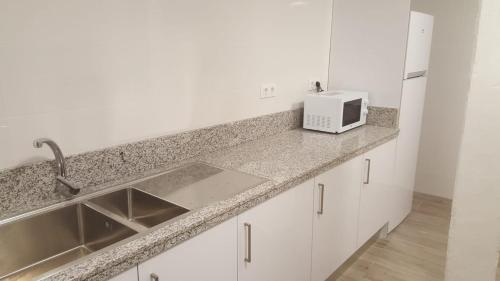 Una cocina o zona de cocina en Albergue Logroño Centro