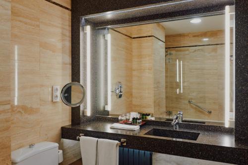 A bathroom at Gallery Hotel