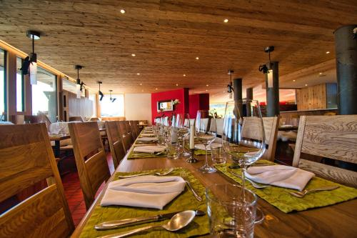 A restaurant or other place to eat at Hotel Jungfrau