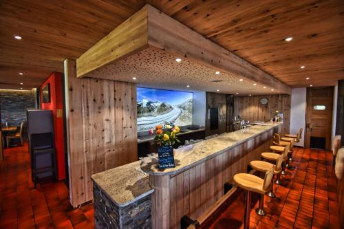 The lounge or bar area at Hotel Jungfrau