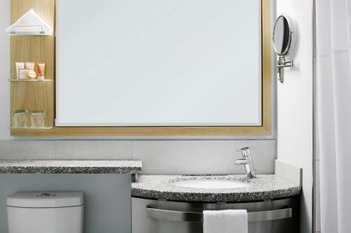 A bathroom at World Center Hotel