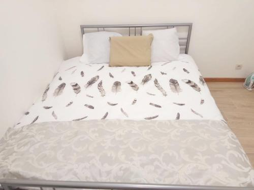 A bed or beds in a room at Apartment with one bedroom in Mons with wonderful city view and WiFi