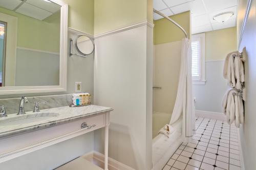 A bathroom at Omni Mount Washington Resort