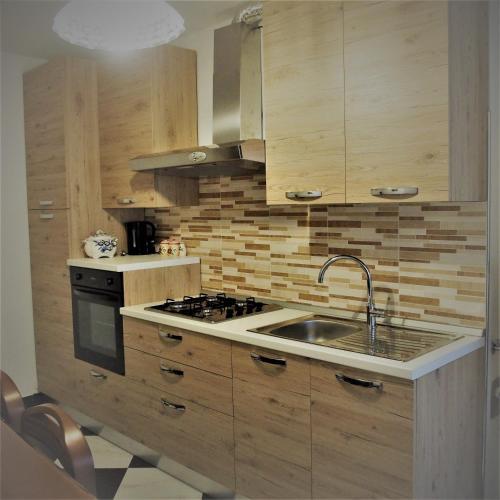 A kitchen or kitchenette at CASA DEI FIORI