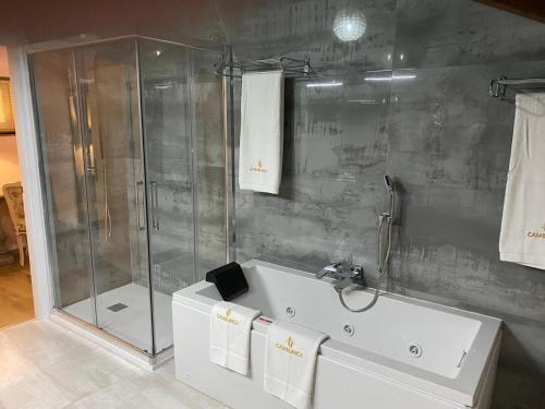 A bathroom at HOTEL CASABLANCA BOUTIQUE
