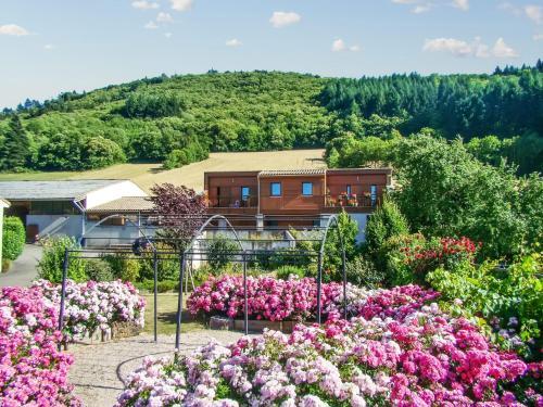 A bird's-eye view of Appartement d'une chambre a Fayet avec magnifique vue sur la montagne jardin clos et WiFi