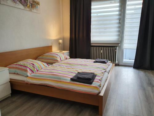 A bed or beds in a room at Apartment Flora three
