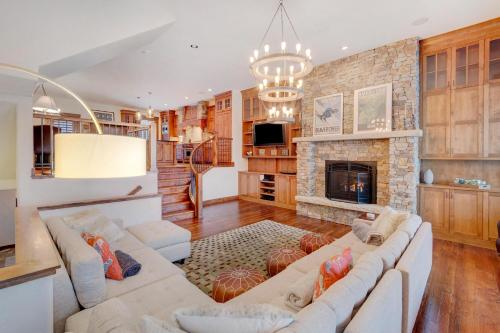 A seating area at Ski In Out Luxury Villa #452 With Hot Tub & Great Views - FREE Activities & Equipment Rentals Daily