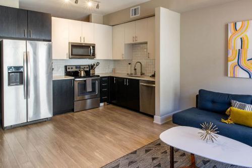 A kitchen or kitchenette at Kasa Denver Union Station Apartments