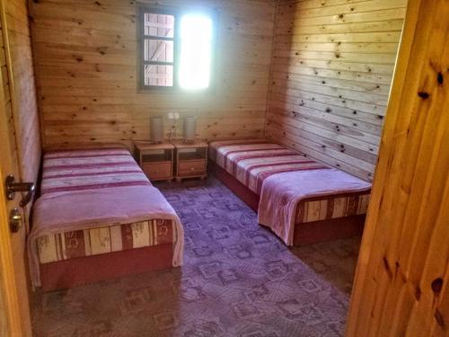 Ein Bett oder Betten in einem Zimmer der Unterkunft Nad Drawskim