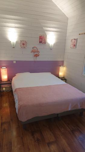 Un ou plusieurs lits dans un hébergement de l'établissement Le Village Enchanteur
