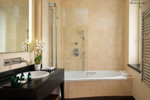 Łazienka w obiekcie Modrzewie Park Hotel & SPA