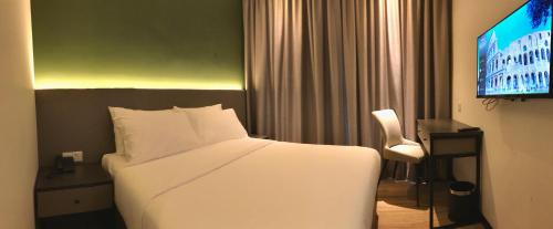A bed or beds in a room at The Gallivant Hotel