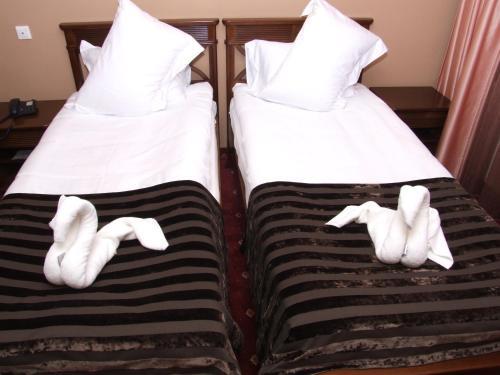 Un pat sau paturi într-o cameră la Complex Verona Predeal