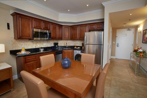 A kitchen or kitchenette at Divi Aruba Phoenix Beach Resort