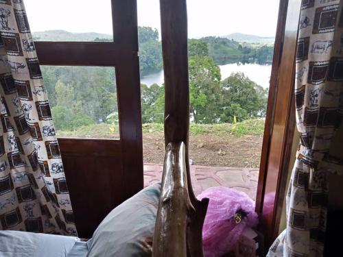 Lake Nyamirima cottages