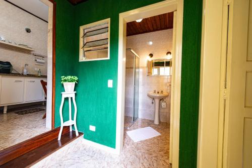 Um banheiro em Kit Vila Sao Francisco - Localizacao, Seguranca, Conforto e Custo Beneficio