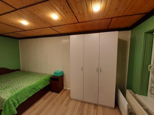 A bed or beds in a room at Sadyba Markevychiv