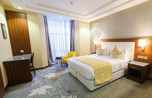 Cama ou camas em um quarto em Taj Al Worood Hotel