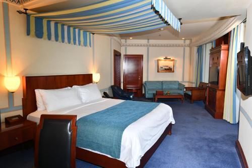 Cama ou camas em um quarto em Rosewood Jeddah