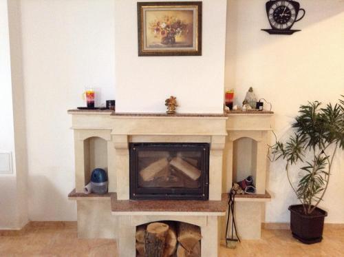 Телевизор и/или развлекательный центр в Guest House Luchi