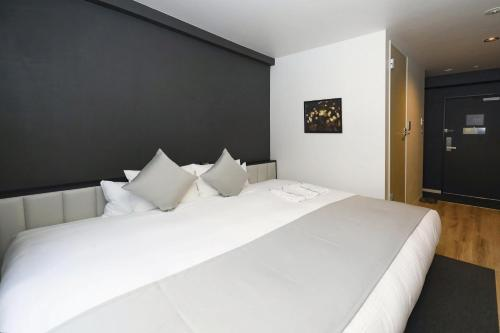 A bed or beds in a room at Hotel Cordia Osaka