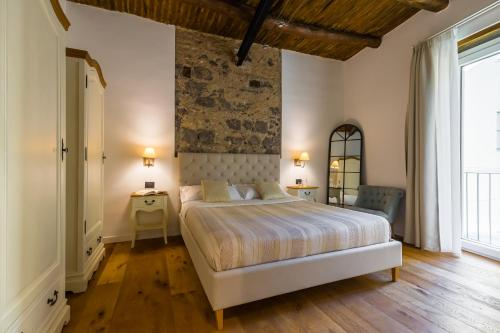 A bed or beds in a room at Starhost - MINERVA SUITE