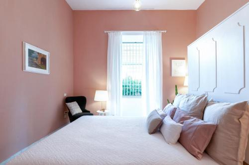A bed or beds in a room at Starhost - CHEZ MAMIE