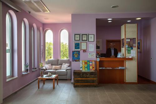 Lobby/Rezeption in der Unterkunft Family Resort Hotel Manora 4 Stars