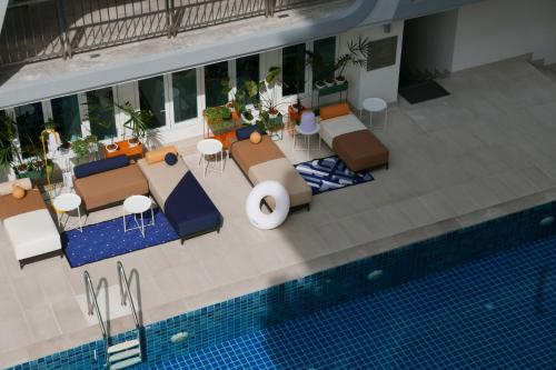 A view of the pool at Le Tada Parkview Hotel or nearby