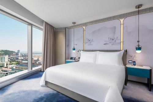 A bed or beds in a room at City of Dreams Macau - Nüwa Macau