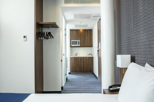 A kitchen or kitchenette at Holiday Inn Express Rotterdam - Central Station, an IHG Hotel