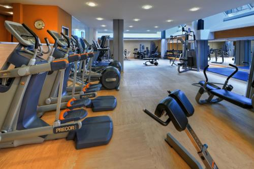 The fitness center and/or fitness facilities at Hilton Cologne