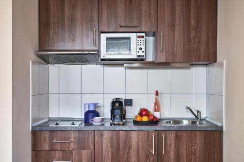 A kitchen or kitchenette at LiV'iN Residence Frankfurt - Seilerstraße