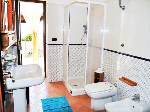 A bathroom at Locazione Turistica The grapes and the stars