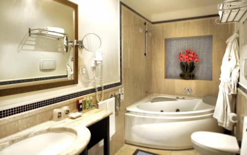 イル プリンチペ ホテル カタニアにあるバスルーム