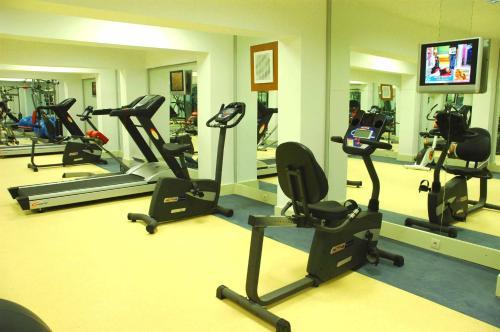 Het fitnesscentrum en/of fitnessfaciliteiten van Yelken Mandalinci Spa&Wellness Hotel