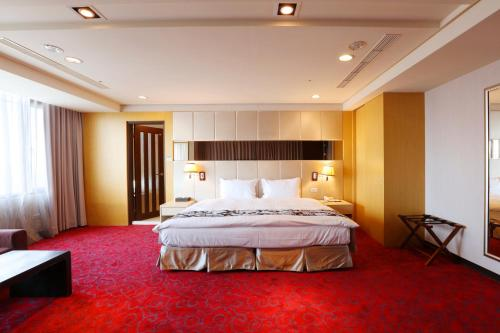 A bed or beds in a room at Maison de Chine Chao Yin Building